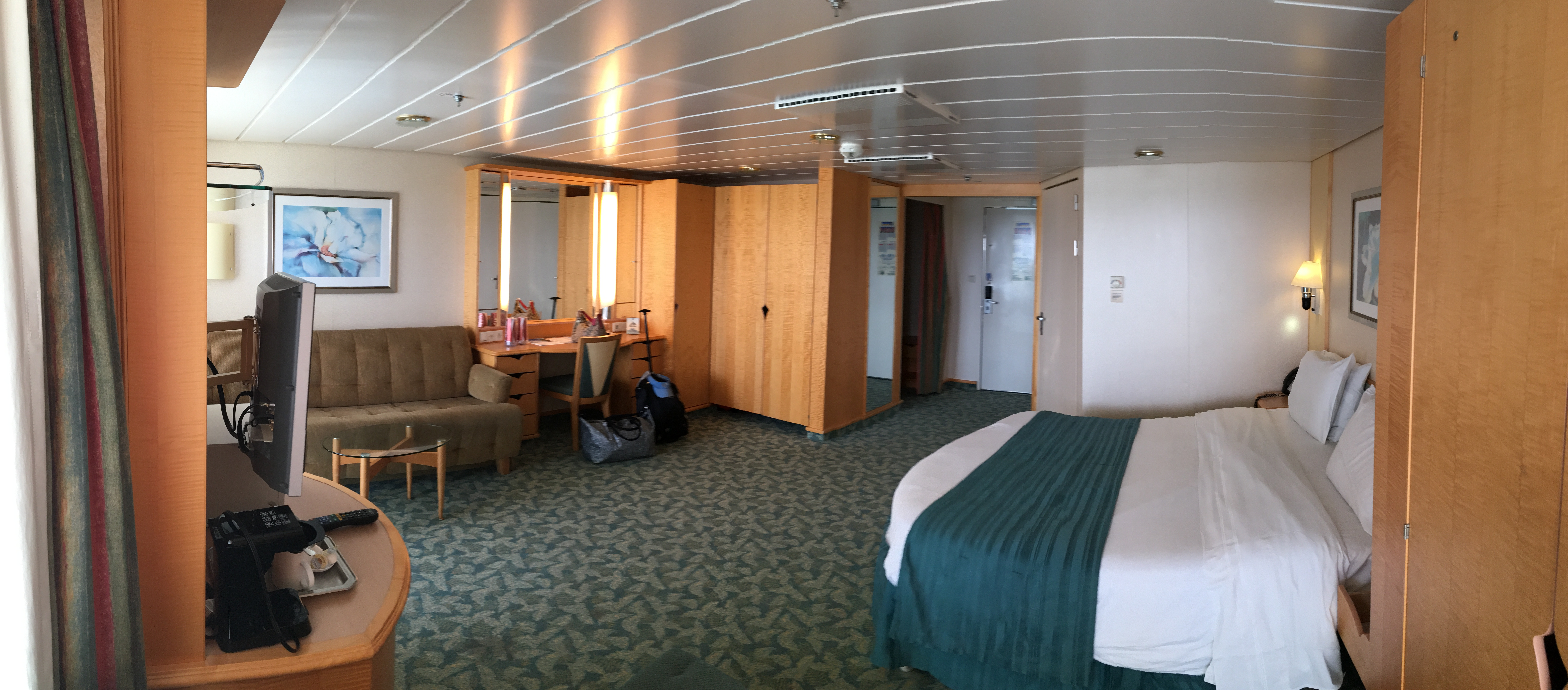Pictures of cabin 1328 on freedom of the seas for Liberty of the seas best cabins