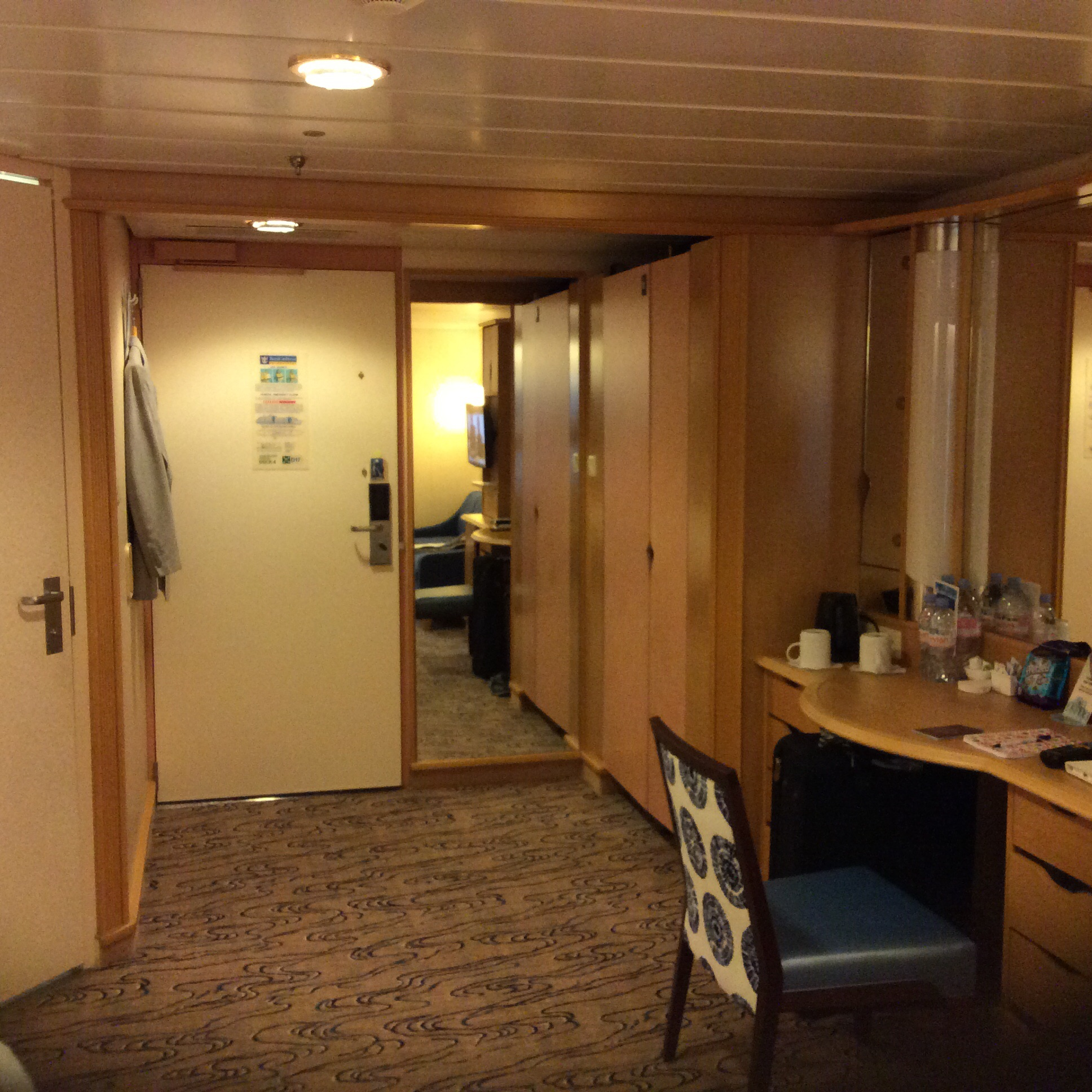 pictures of cabin 2324 on explorer of the seas